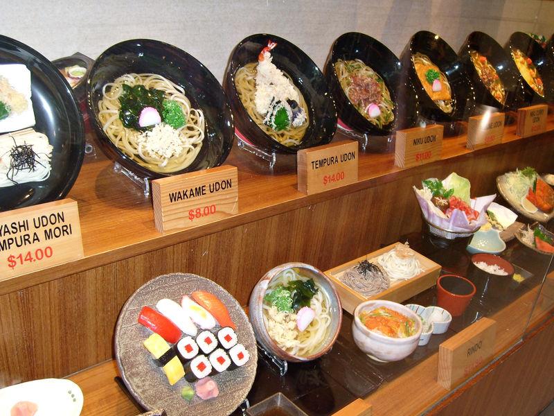 Plats résine vitrine restaurant japonais