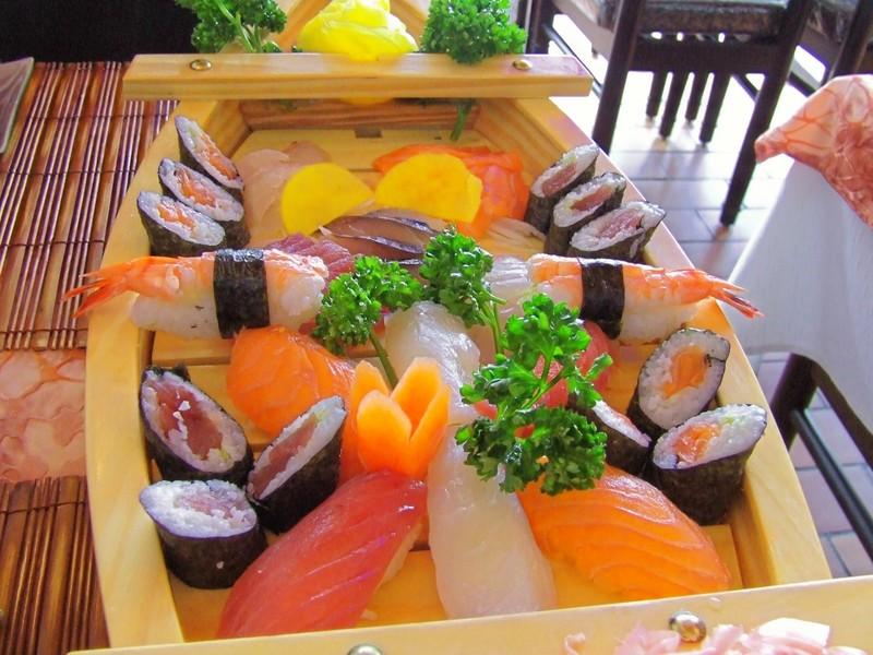 Le poisson cru au restaurant japonais cuisine japonaise for Poisson japonais nourriture