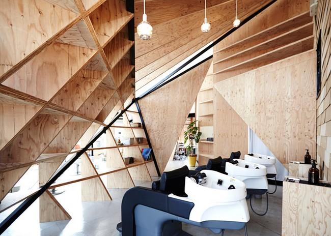 Cet architecte transforme ce restaurant en salon de coiffure hyper design - Architecture salon maison ...